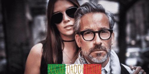 Ragazza che abbraccia sugardaddy con occhiali da sole e occhiali