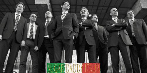 gruppo di uomini ben vestiti in giacca e cravatta
