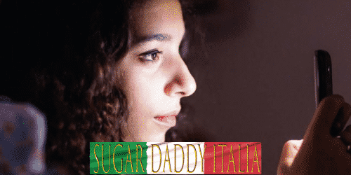 ragazza in chat sul cellulare nei social network di sugardaddies in Italia