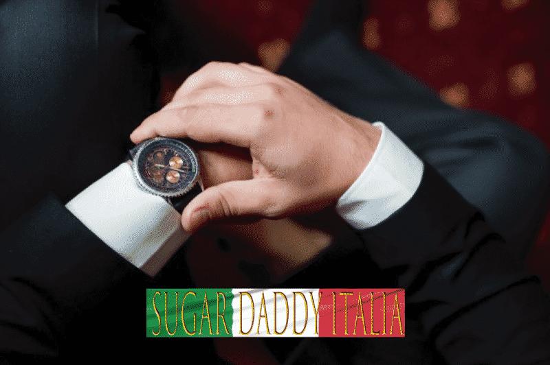 L'uomo impegnato guarda l'orologio
